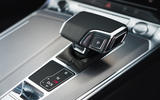 audi-a6-2018-uk-04-interior-gearstick