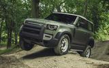 Land rover Defender offroad 2
