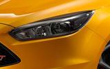 Ford Focus ST bi-xenon headlights