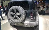 Land Rover Defender bond car rear
