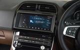 Jaguar XE 25d AWD DAB radio