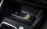 2020 Volkswagen Golf TSI 130 Life - charging phone