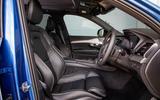Volvo XC90 B5 AWD R-Design - front seats