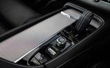 Volvo XC90 B5 AWD R-Design - centre console