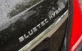 Mercedes-Benz S 300 BlueTEC Hybrid badging