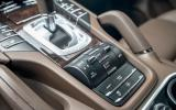 2014 Porsche Cayenne S diesel centre console