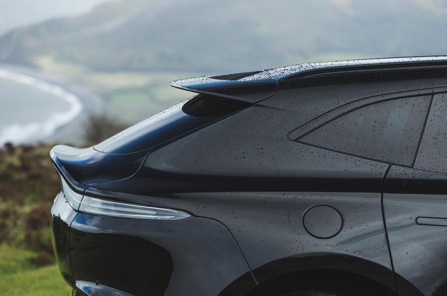 Examen de l'essai routier de l'Aston Martin DBX 2020 - arrière