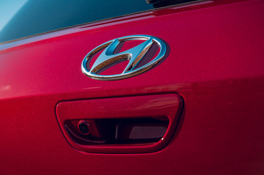 Hyundai i10 2020 road test review - boot handle