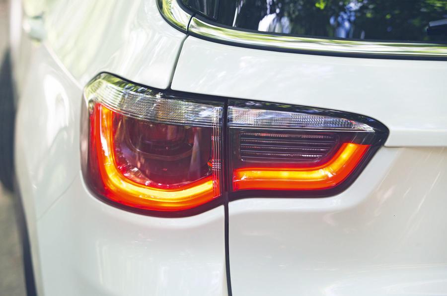 Jeep Compass 2018 highway exam examination - back lights