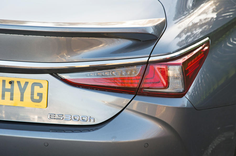 Lexus ES 2019 road test review - rear lights