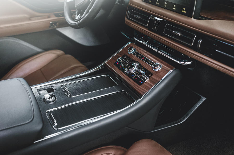 Lincoln Aviator 2020 road test review - centre console