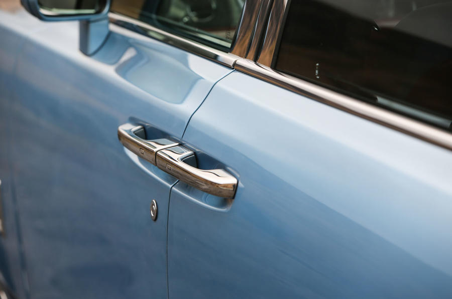 Rolls Royce Phantom 2018 review door handles