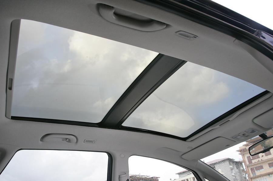 Kia Venga panoramic sunroof