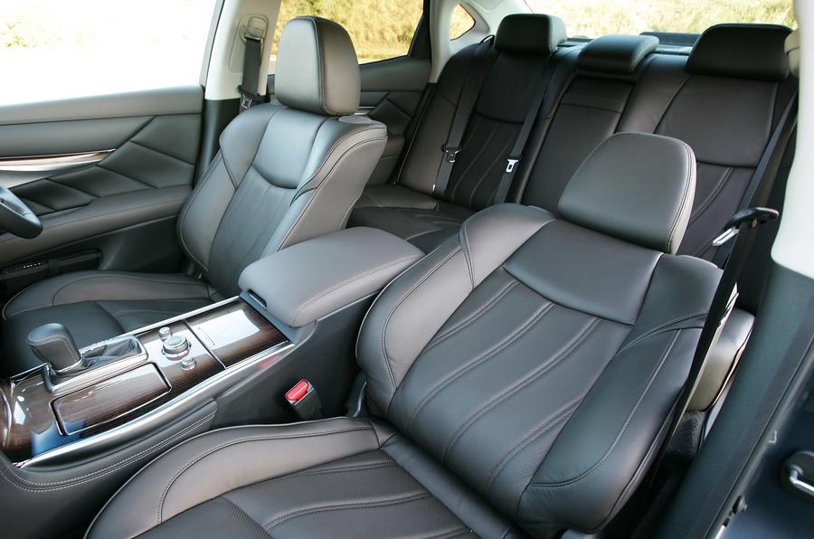 Nissan Fuga 370GT Type S interior