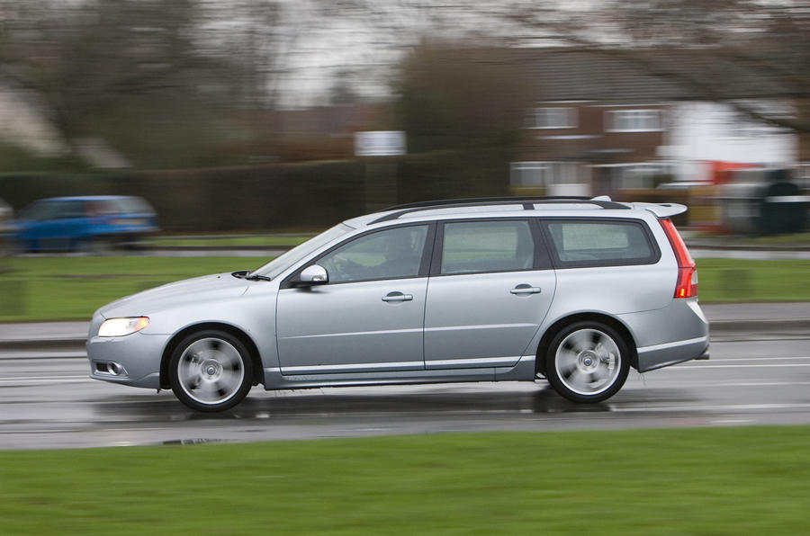 Volvo V70 v Skoda Superb