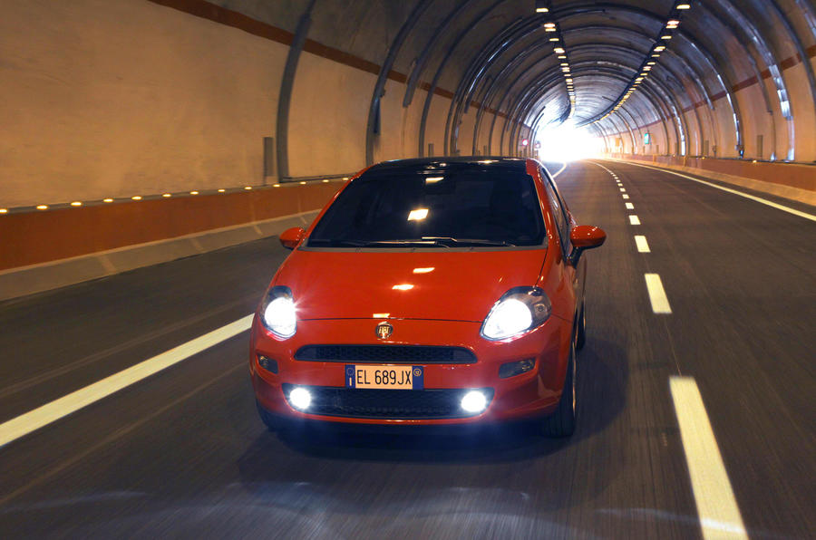 Fiat Punto 0.9 TwinAir in a tunnel