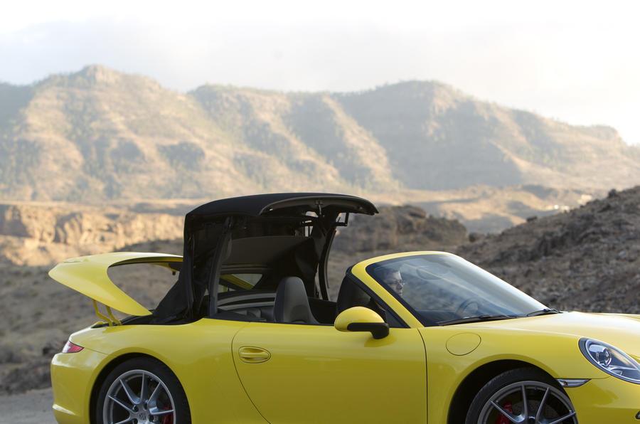 Porsche 911 Carrera S Cabriolet roof opening