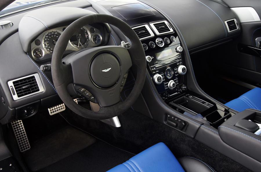 Aston Martin V8 Vantage S dashboard