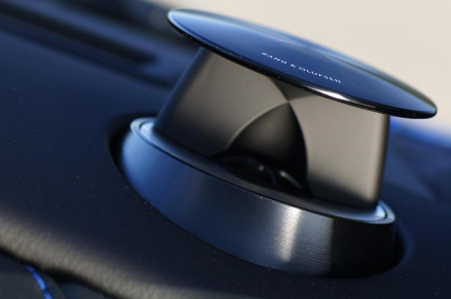 Aston Martin V8 Vantage S Bang&Olfsen stereo
