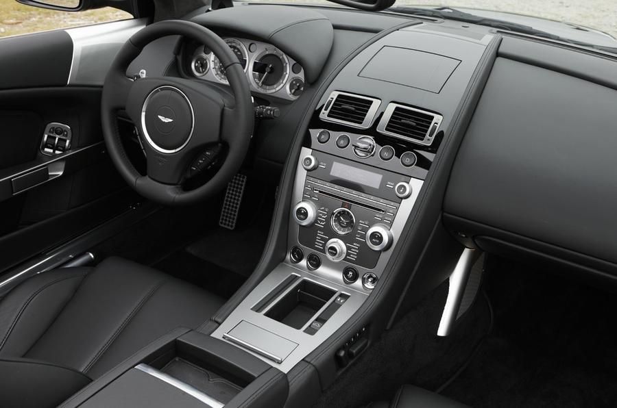 Aston Martin DB9 Volante dashboard