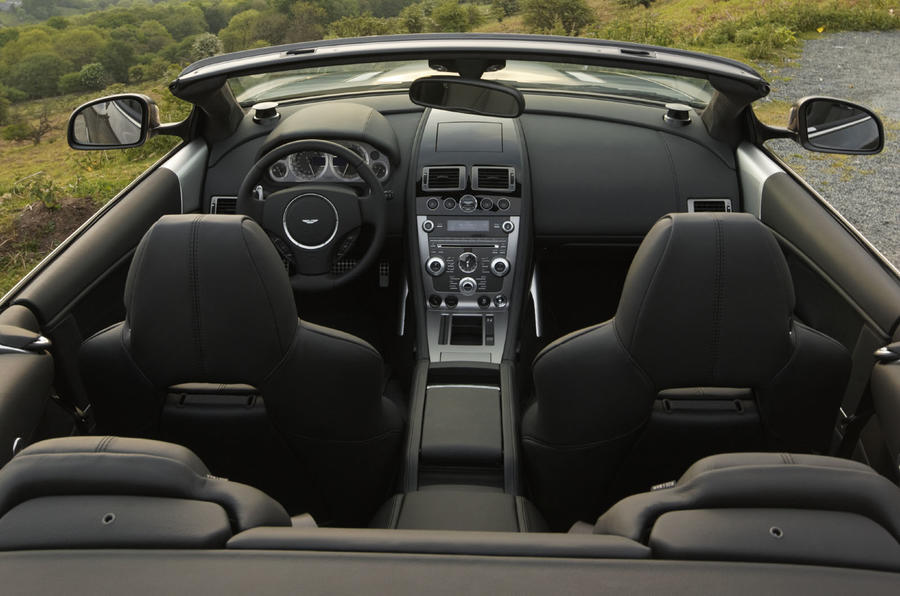Aston Martin DB9 Volante interior