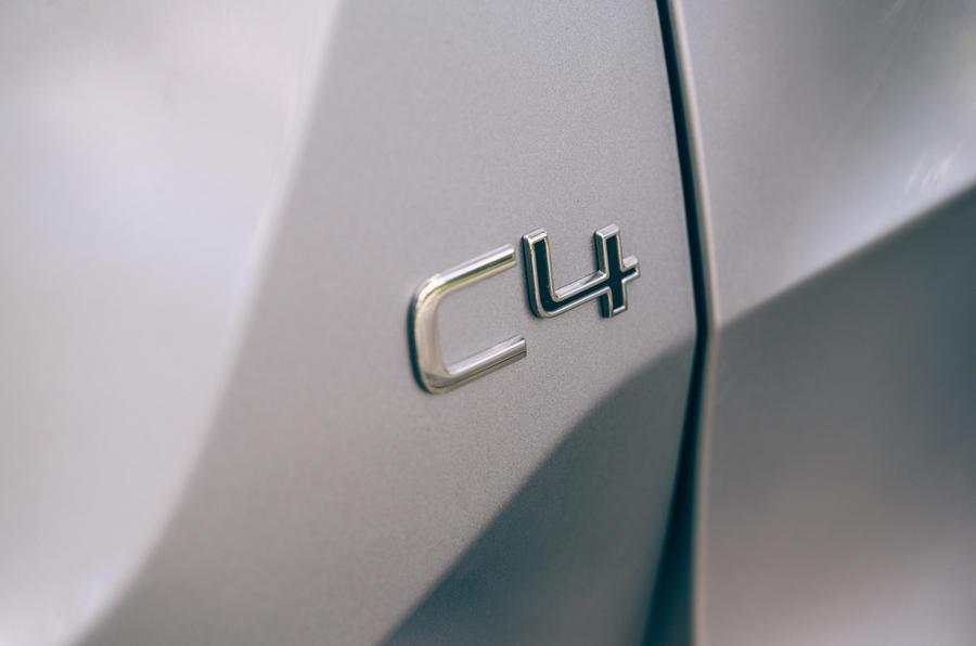 11 Badge arrière Citroën C4 2021 RT