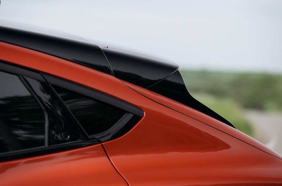 11 Ford Mustang Mach e 2021 RT spoiler