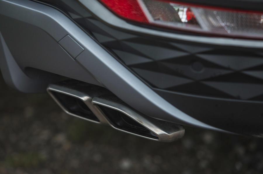 11 Hyundai Tucson 2021 : essai routier - échappements