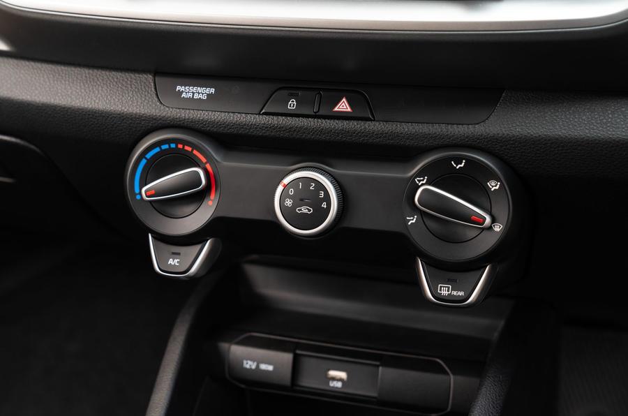 11 Kia Stonic 2021 RT mise à jour des commandes de climatisation