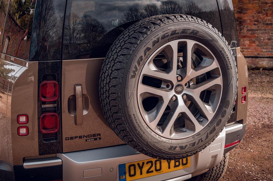 Land Rover Defender 2020 : examen de l'essai routier - roue de secours