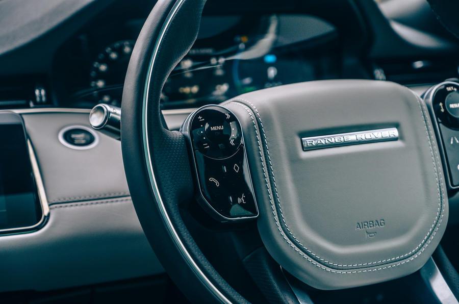 11 Land Rover Range Rover Evoque 2021 essai routier examen volant