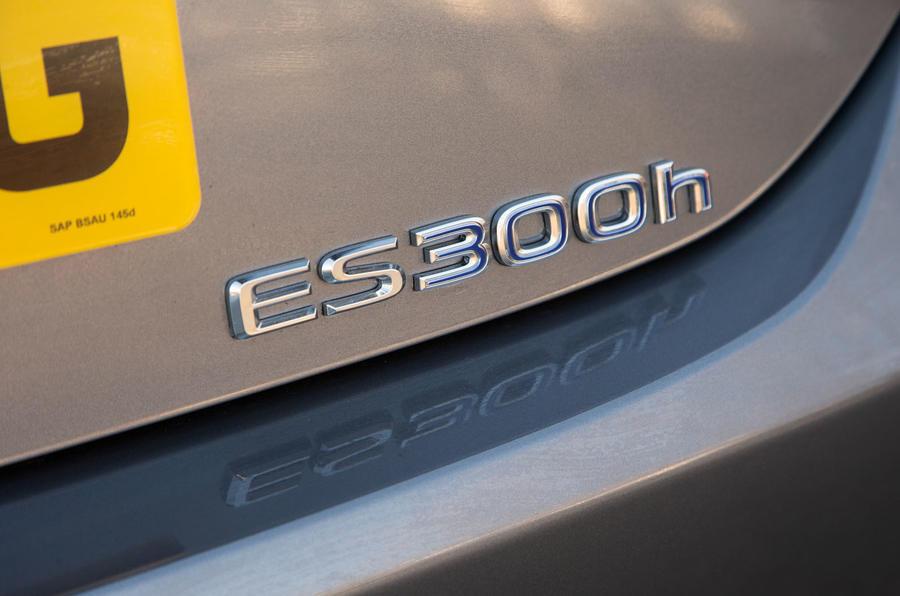 Lexus ES 2019 road test review - rear badge