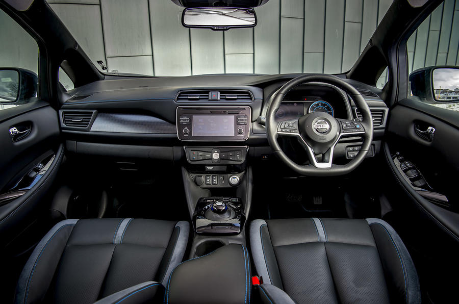 Nissan Leaf 2018 UK review dashboard
