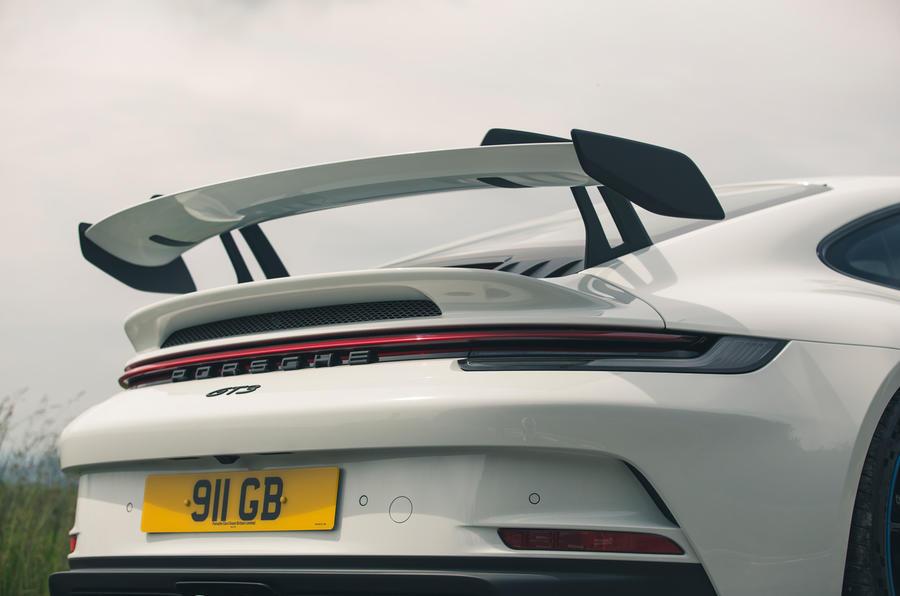 11 Porsche 911 GT3 2021 RT extrémité arrière