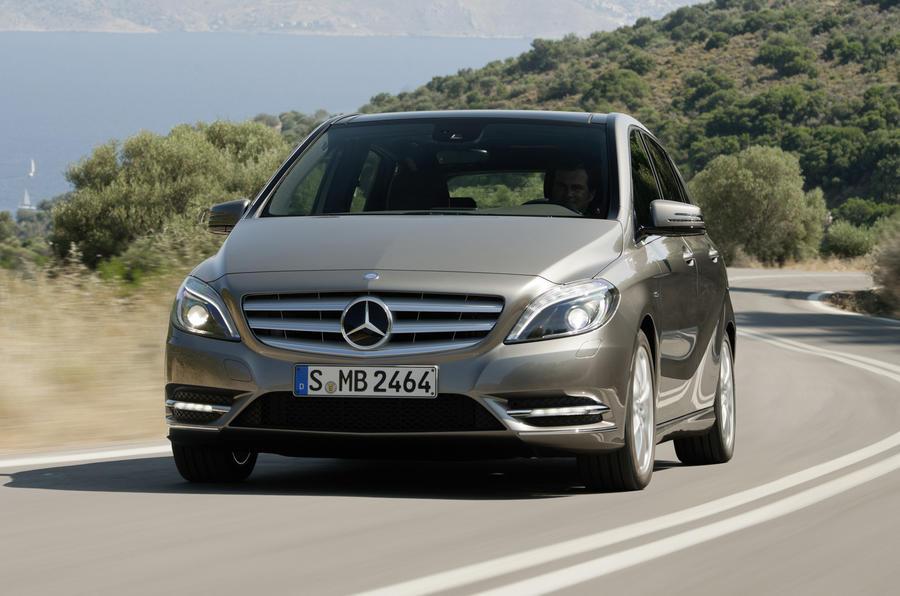 Mercedes-Benz B 180 BlueEfficiency SE cornering