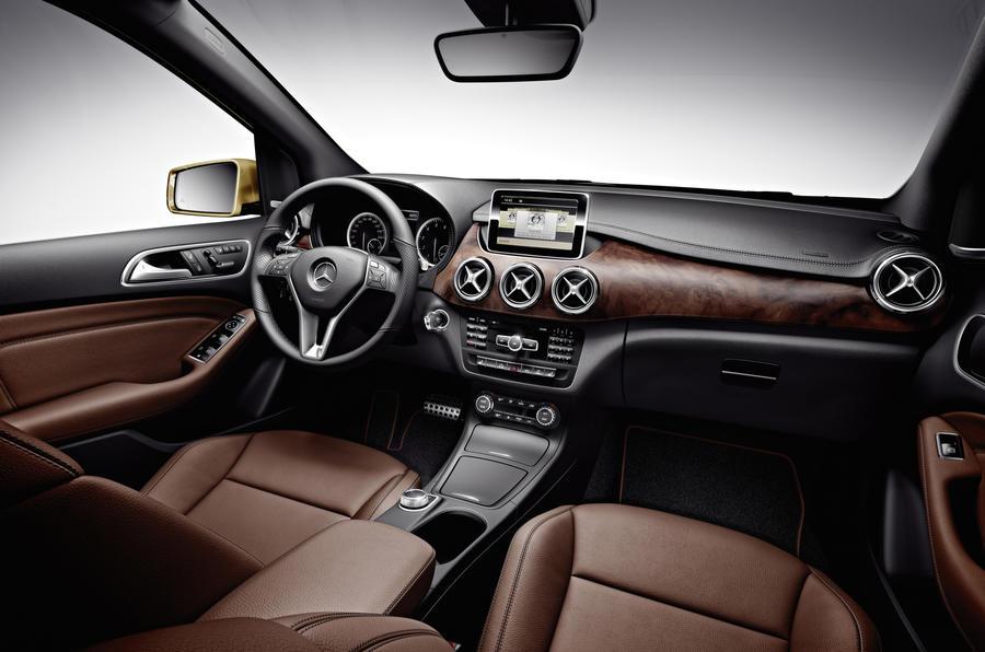 Mercedes-Benz B 180 dashboard