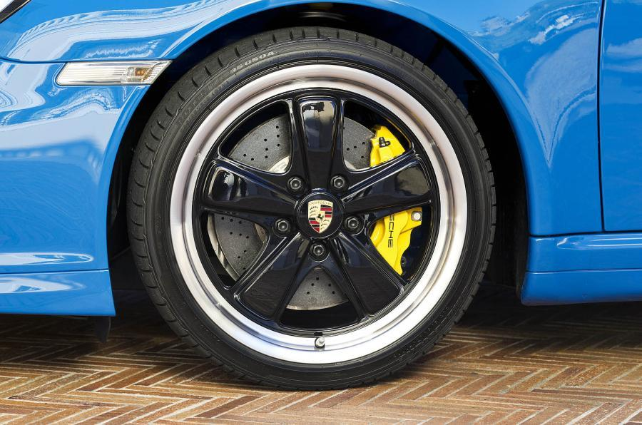 Porsche 911 Speedster black alloys