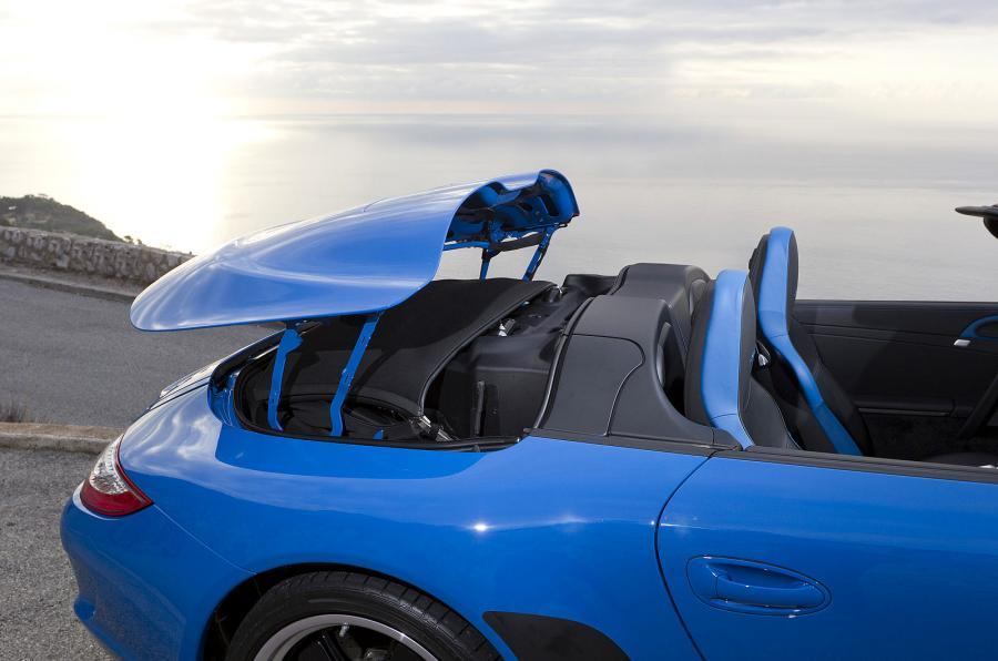 Porsche 911 Speedster electric roof