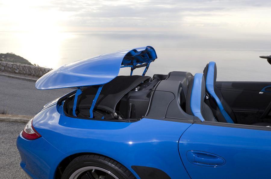 Porsche 911 Speedster electric roof