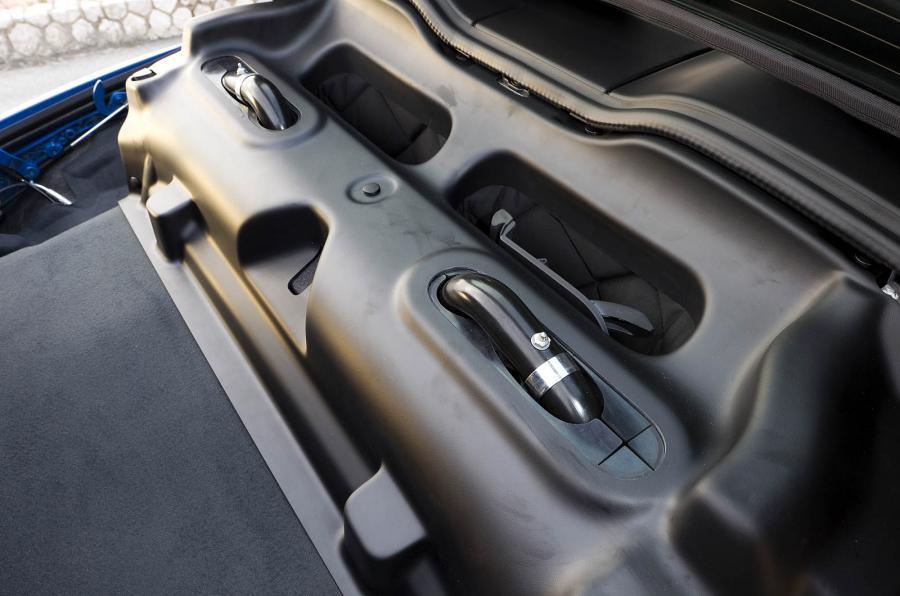 Porsche 911 Speedster roll hoops