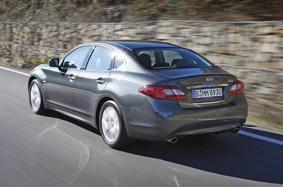 Infiniti M30d GT Premium rear