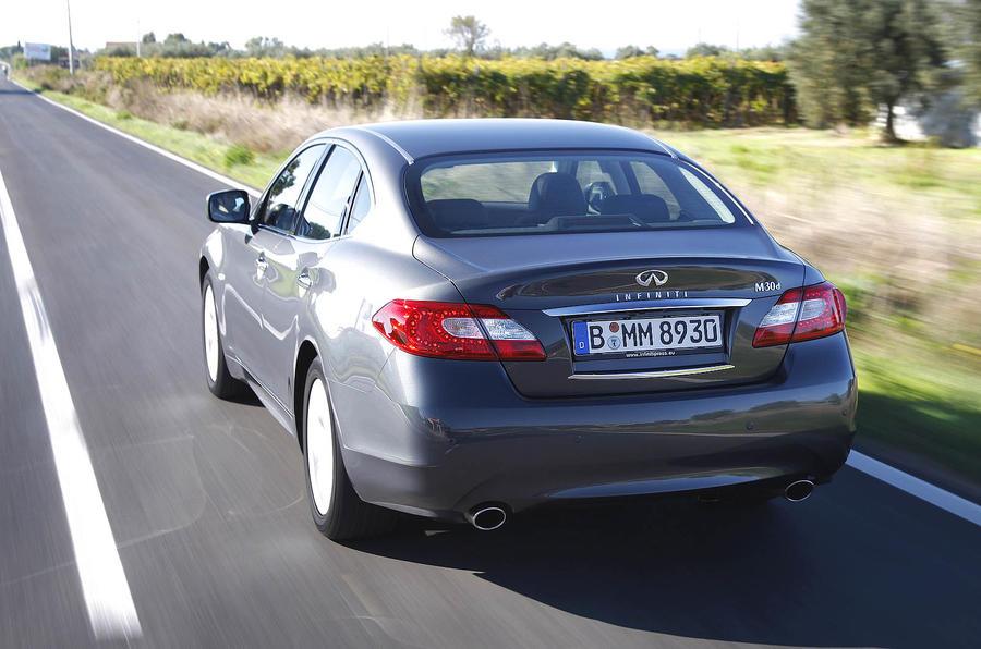Infiniti M30d GT Premium rear quarter