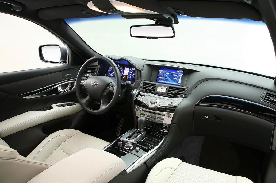 Infiniti M30d interior