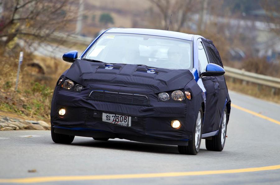 Chevrolet Aveo cornering