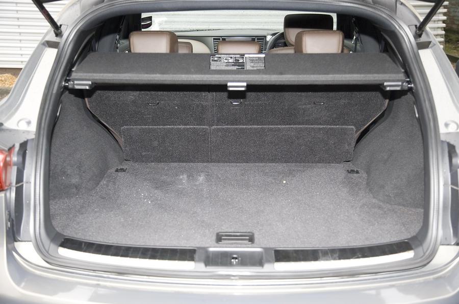 Infiniti FX50 S boot space