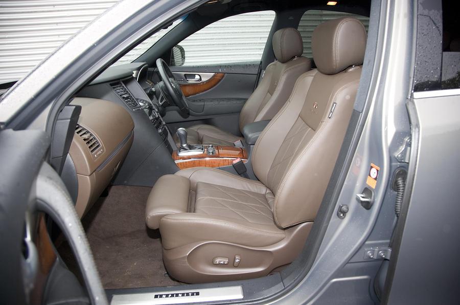 Infiniti FX50 S interior