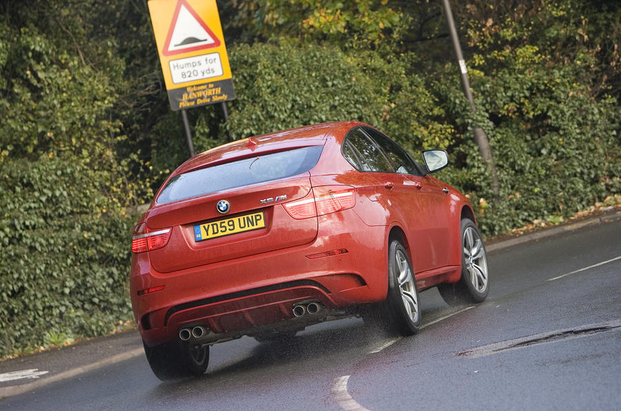BMW X6 M rear cornering