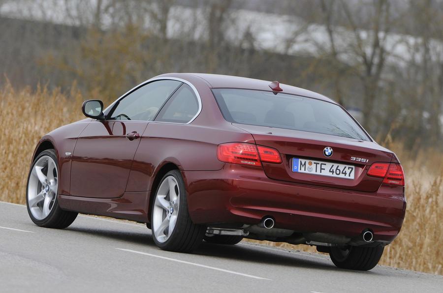 BMW 335i SE Coupe rear cornering
