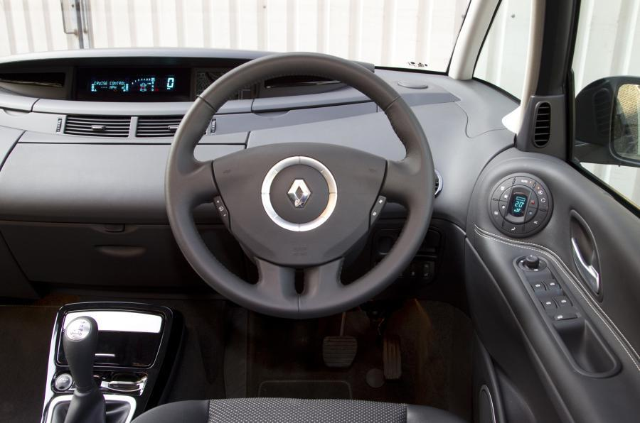 Renault Grand Espace dashboard