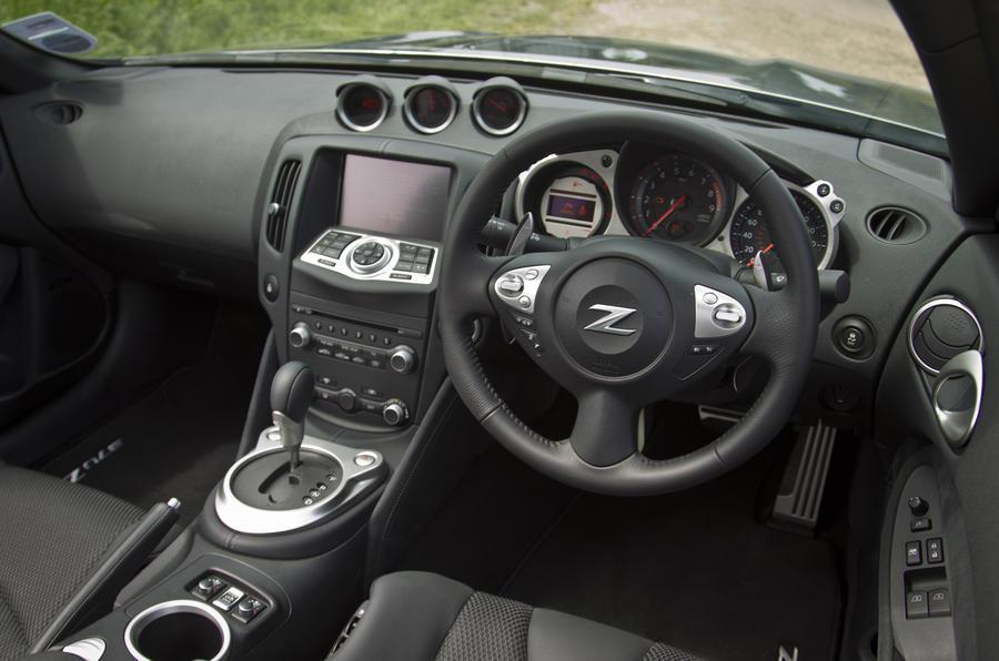 Nissan 370Z Convertible dashboard